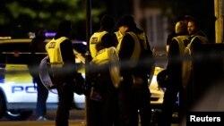 Британ полициясы шабуыл жасалған жерде тұр. Лондон, 3 маусым 2017 жыл.