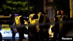 პოლიცია ლონდონის ხიდის მახლობლად