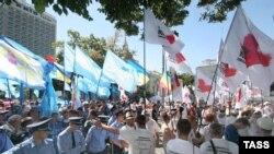 От президента требуют или распустить Раду, или одобрить Януковича