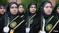 İranın qadın polislərdən ibarət alayı