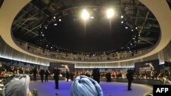 Ұлыбританияда 20 мемлекеттің басшылары дөңгелек үстөлге жиналды. Лондон, 2 сәуір, 2009 жыл.