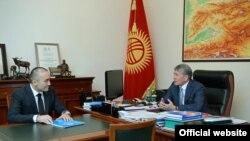 Илим Карыпбеков и Алмазбек Атамбаев.