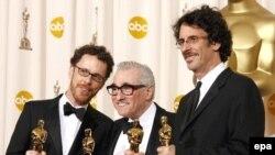 Reditelj Martin Scorsese sa braćom Coen na dodjeli Oscara