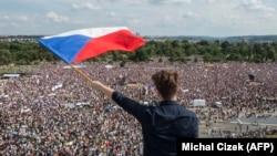 Протестите са най-многобройните от падането на комунизма преди близо 30 години