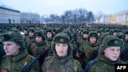 Stalingrad qamali yakunining 75 yilligiga bag'ishlangan parad