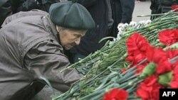 Альтернативные правозащитники вряд ли будут приносить цветы к Соловецкому камню на Лубянке