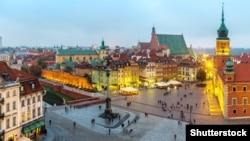 Pamje e një pjese të Varshavës gjatë natës