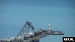 Ялтинский маяк - предмет спора России и Украины