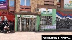 Dyqanet e mbyllura në veri.