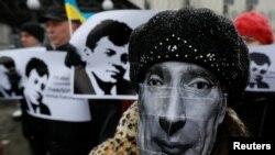 Акция в поддержку Романа Сущенко у посольства России в Киеве, ноябрь 2017