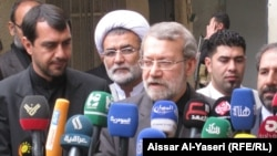رئيس مجلس الشورى الايراني علي لاريجاني في مؤتمر صحفي بالنجف
