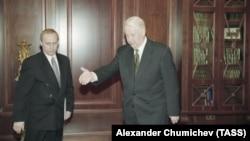 Президент России Борис Ельцин и директор ФСБ России Владимир Путин, 1998 год.
