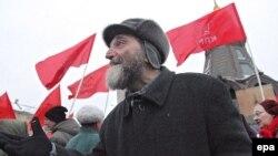 На следующий день после выборов сторонники коммунистов вышли опротестовывать их результаты