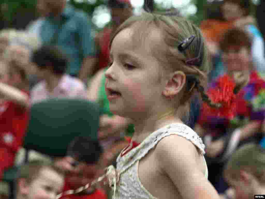 Наймолодші гості фестивалю розважалися танцями, поки дорослі змагалися за звання кращого кухаря.