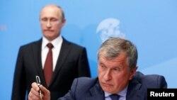 Игор Сечин ва Владимир Путин
