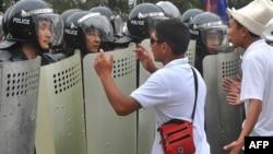 Митинг учурунда. 2010-жыл