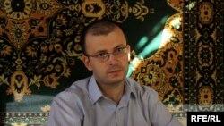 Emin Milli atasının yas mərasimində