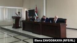Свое негативное отношение к преступлению против репатриантов выразил председатель Народной партии Якуб Лакоба