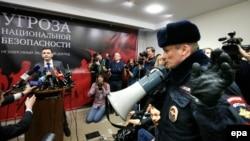 Ոստիկանությունն ընդհատում է զեկույցի շնորհանդեսը, 23-ը փետրվարի, 2016թ.