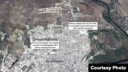 Мечеть, о которой говорят представители Минобороны (метка в левой части карты) и мечеть, подвергшаяся бомбардировке (метка в правой части) - иллюстрация из расследования CIT и Bellingcat