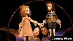 """""""Приказна за дрвото што пее"""" на Државниот куклен театар од Варна, Бугарија,"""
