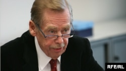 Czech Republic -- Former Czech President Vaclav Havel speaks as he attends the first editorial meeting of RFE/RL at new RFE/RL building in Hagibor, Prague 10, 27Mar2009