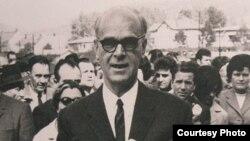 Meša Selimović na otvaranju srednje škole u Tuzli.