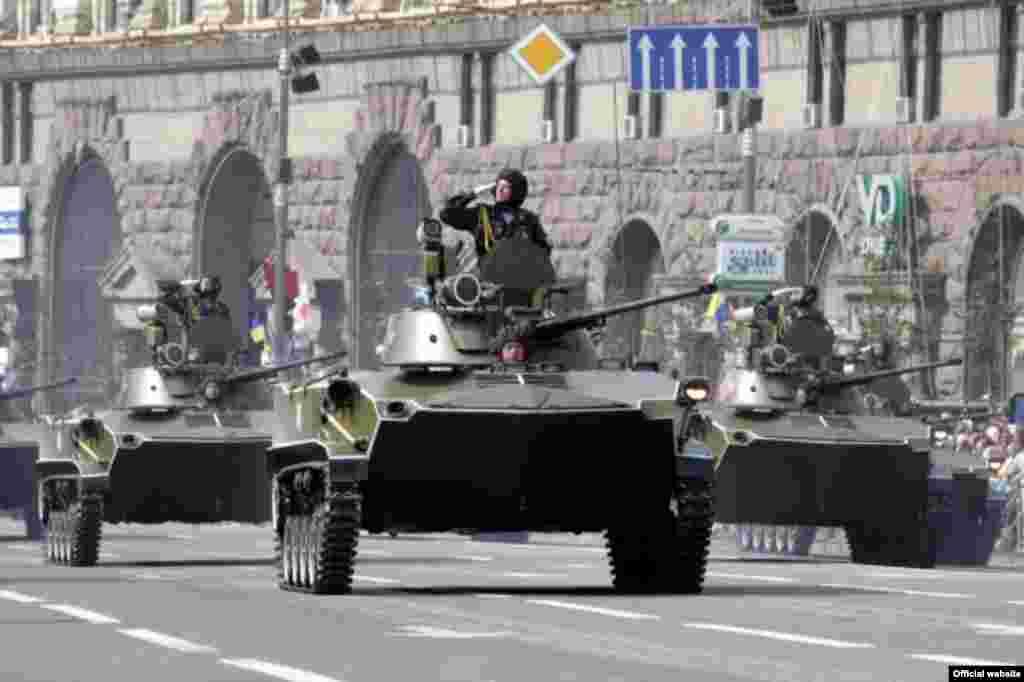 Військовий парад з нагоди Дня Незалежності 24 серпня 2008 року в Києві (фото з офіційного сайта Президента України) - Парад День Незалежності 4