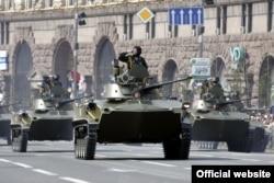 Военная техника на Крещатике во время парада ко Дню Независимости Украины. Киев, 24 августа 2008 года