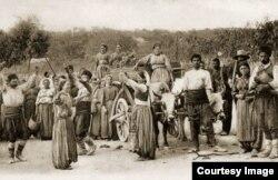 Țărani găgăuzi la începutul secolului XX (Foto: Centrul de Cultură și Istorie Militară, Chișinău)