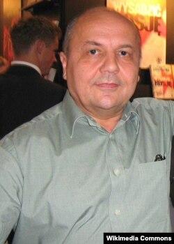 Вікторо Суворов (Володимир Різун)
