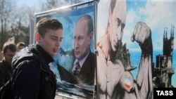 Москва. 16 березня 2015 року. На виставці графічних робіт «Крим. Повернення в рідну гавань»