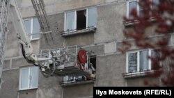 Спасательные работы во взорвавшемся доме