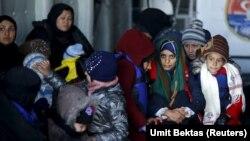 شماری از پناهجویان ناکام از گذر به سوی یونان در «جان آق قلعه»/ ۳۰ آبان ۹۴