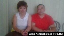 Нұрсұлу Абатованың күйеуі Азамат Абатовпен түскен суреті. Алматы, 28 тамыз 2015 жыл.