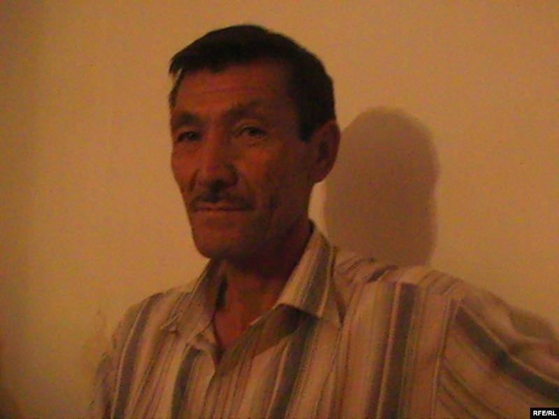 Мухтар Сапаров, один из казахских водителей, которых узбекская погранслужба обвинила в нарушении границы. Актобе, 14 июля 2009 года.