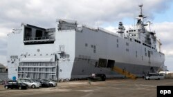 One of the French-made Mistral warships anchored at the shipyard of Saint-Nazaire in October 2015