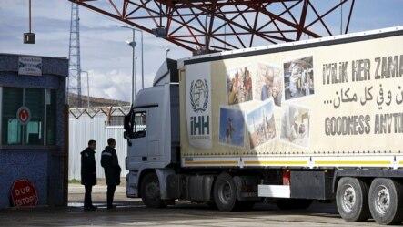 Kamion sa turskom humanitarnom pomoći ulazi u Siriju