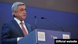 Президент Армении Серж Саргсян выступает на съезде Европейской народной партии, 29 марта 2017 г.