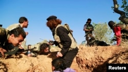 Сирийские повстанцы во время боевых действий. Иллюстративное фото.