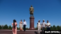 Ташкенттеги Ислам Каримовдун эстелиги.
