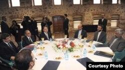 Ministrul de externe al Turciei, A. Davutoglu cu Saeed Jalili, oficialitate a Consiliului Securității Naționale din Iran