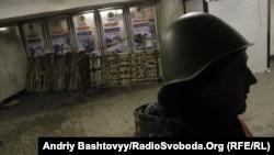 Демонстранти блокували виходи зі станції метро «Майдан Незалежності» у Києві