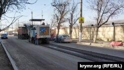 Дорожные работы на проспекте Победы в Севастополе, апрель 2020 года