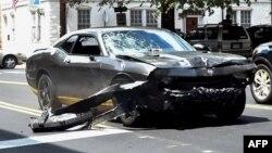 Автомобиль, врезавшийся в толпу в Шарлотсвилле.