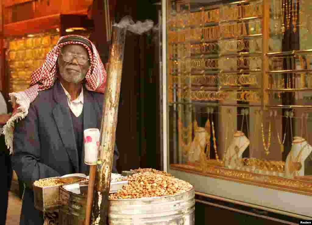 На ринках Близького Сходу можна купити коштовності на вагу. Це найпопулярніше місце для туристів.  На фото – вхід на один із «золотих ринків» Аммана, столиці Йорданії