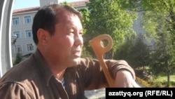 Инвалид из Шымкента Нурлан Ауелбеков. 13 апреля 2016 года.