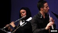 یک گروه موسیقی در ایران (عکس تزئینی است)