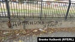 Preteće poruke mržnje prema Romima na zidovima Kragujevca