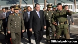 """В августе 2014 года президент Таджикистана Эмомали Рахмон посетил спецподразделение группы """"Альфа"""""""